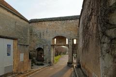 Portes de la ville - Français:   Porte du bourg du XVe siècle, vue de l\'intérieur, à Flavigny-sur-Ozerain (Côte d\'Or, Bourgogne-Franche-Comté, France).