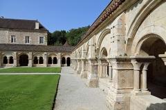 Abbaye de Fontenay - Nederlands: Marmagne (departement Côte-d'Or, Frankrijk): pandhof van de abdij van Fontenay