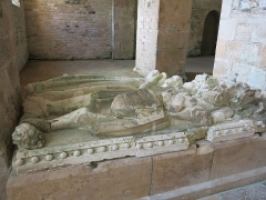 Abbaye de Fontenay - English: Fontenay Abbey - Recumbent effigies of the knight Mello d'Epoisses and of his wife (Côte d'Or, France).
