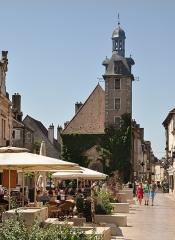 Beffroi - Deutsch: Innenstadt von Nuits-Saint-Georges, Burgund, Frankreich, mit dem Glockenturm