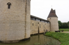 Château - English: South wall of Château de Posanges, France.