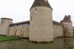 Château - English: South and East walls of Château de Posanges, France.