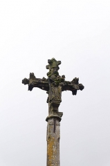 Croix - English: Details of the cross in the cemetery of Sainte-Colombe-en-Auxois, France. Monument historique.