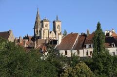 Eglise (collégiale) Notre-Dame - Français:   Collégiale Notre-Dame de Semur-en-Auxois (Côte-d\'Or) dominant les vieux toits du bourg.