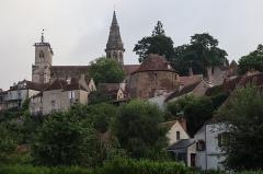 Eglise (collégiale) Notre-Dame - Extérieur de la collégiale Notre-Dame de Semur-en-Auxois (21). Vue méridionale.