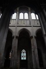 Eglise (collégiale) Notre-Dame - Intérieur de la collégiale Notre-Dame de Semur-en-Auxois (21). Élévation de la nef.
