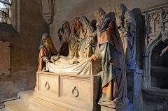 Eglise (collégiale) Notre-Dame - Mise au tombeau de la chapelle St Lazare de la collégiale à Semur-en-Auxois, Côte d'Or, France