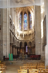 Eglise (collégiale) Notre-Dame - Collégiale Notre-Dame de Semur-en-Auxois; la nef centrale et le Maître-Autel.Côte-d'Or Bourgogne-Franche-Comté