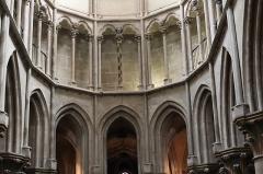 Eglise (collégiale) Notre-Dame - Intérieur de la collégiale Notre-Dame de Semur-en-Auxois (21). Triforium du chœur.