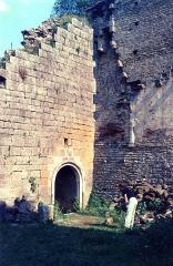 Château de Thil (ruines) - English: Le château  de Thil en 1989, detail