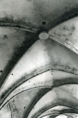 Chartreuse de Bellary - English: Voûte de l'église, alors transformée en grange à foin (1951).