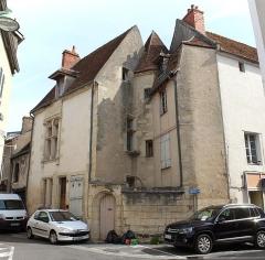 Maison - Français:   Maison, rue des Chapelains, rue Duguet, Cosne-Cours-sur-Loire.
