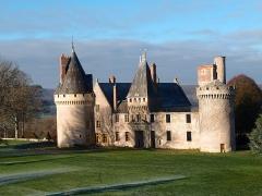 Château des Bordes - Français:   Façade XVe, poterne, Tour Jeanne d\'Arc