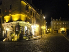 Groupe cathédral et canonial - English: Autun at night, Burgundy, France - Place du Terreau