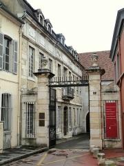 Hôtel Chiquet - English: View of Chalon sur Saône, Saône-et-Loire, Bourgogne, France. Adresse: 5 place du Châtelet