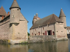 Château de la Clayette - This building is indexed in the Base Mérimée, a database of architectural heritage maintained by the French Ministry of Culture, under the reference PA00113218 .