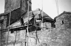 Eglise - English: Renovation of the church Saint-Barthelemy in Farges-lès-Mâcon (Saône-et-Loire, France) in september 1932.