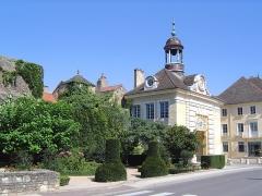 Hôtel de ville -  Givry (Saône et Loire) mairie porche hôtel de ville