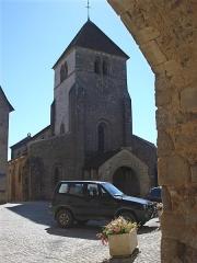 Eglise - English: Issy-l'Évêque (Saône-et-Loire),l'église.