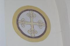 Eglise -  Croix peinte dans l'église de Loché (71)