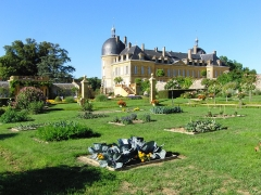 Château de Digoine - English: Castle of Digoine, floral & kitchen Garden, Palinges, Saône-et-Loire, France