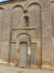 Eglise - Français:   Église de Saint-Maurice-des-Champs le porche latéral