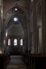 Eglise Saint-Hilaire -  The apse, the span of the choir, the transept formed by two high arches.