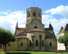 Eglise Saint-Hilaire -  Semur-en-Brionnais (F), church from E. France
