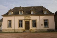 Hôtel de ville -  Town Hall of Semur en Brionnais whose pediment recalls that it was the old Lit de Justice  of tha bailiwick.