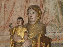 Ancienne abbaye Saint-Philibert - English:   Statue of Notre-Dame-la-Brune in the nave of the Saint-Philibert abbey in Tournus (Saône-et-Loire, France).