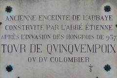 Ancienne abbaye Saint-Philibert - English: Plaque on the tour du Colombier (=Dovecote tower) near the Saint-Philibert abbey in Tournus (Saône-et-Loire, France).