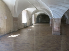 Caserne - English: Vaults of the former barracks in Tournus (Saône-et-Loire, France). They are now the courthouse.
