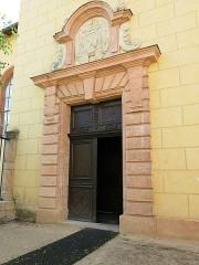 Hôtel Dieu - English: Entrance of the Hôtel-Dieu in Tournus (Saône-et-Loire, France).