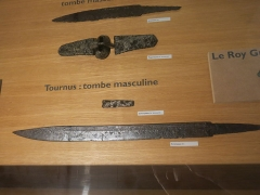 Hôtel Dieu - English: Scramasaxes in the collections of the Hôtel-Dieu in Tournus (Saône-et-Loire, France). Found in Saône River.