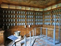 Hôtel Dieu - English: Apothecary (=ancient pharmacy) of the Hôtel-Dieu in Tournus (Saône-et-Loire, France).