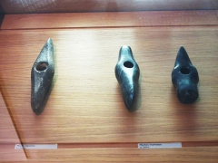 Hôtel Dieu - English: Antic axes in the collections of the Hôtel-Dieu in Tournus (Saône-et-Loire, France). Found in Saône River.