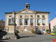 Hôtel de ville - English:   The square of the townhall of Tournus with the statue of the French painter Greuze (Saône-et-Loire, France).