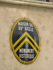 Maison - English: Former logo of the French automobiles manufacturer Citroen. On a house restored by this company, Tournus (Saône-et-Loire, France).