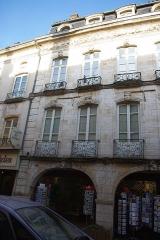Maison -  Façade de l'Hôtel Lacroix-Laval au 15 rue de la République à Tournus (Saône-et-Loire, France)