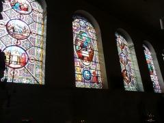 Cathédrale Saint-Vincent (nouvelle église Saint-Vincent) -  Vitraux de l'église cathédrale Saint-Vincent de Mâcon (France). Les vitraux de cet édifice sont l'œuvre de l'atelier lyonnais de Jean-Baptiste Barrelon. Ils ont été réalisés entre 1858 et 1878, et installés à partir des années 1860.