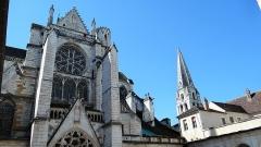 Abbaye Saint-Germain - tour Saint-Jean vue du cloître, Abbatiale Saint-Germain d'Auxerre
