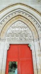 Abbaye Saint-Germain - Le tympan du portail du croisillon nord représente différents épisodes de la vie de saint Germain, Abbatiale Saint-Germain d'Auxerre