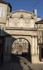 Abbaye Saint-Pierre - English: Portal of former St Pierre abbey,  Auxerre,  Burgundy, FRANCE
