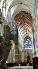 Ancienne cathédrale Saint-Etienne - nef de la Cathédrale Saint-Étienne, Auxerre, vue à partir du chœur