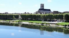 Eglise Saint-Pierre ou Saint-Père - Français:   Église Saint-Pierre d\'Auxerre vue des quais de l\'Yonne