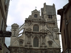 Eglise Saint-Pierre ou Saint-Père - Français:   Eglise datant du 16ème -17ème siècle