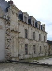 Ancien château des Comtes de Gondi - Français:   Façade du château des Gondi à Joigny (Yonne)