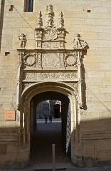 Ancien archevêché ou ancien palais archiépiscopal - Français:   Passage de Moïse de l\'ancien palais des archevêques de Sens , Yonne, Bourgogne, France