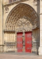 Cathédrale Saint-Etienne - Portail central de la façade occidentale de la cathédrale de Sens, Yonne, France
