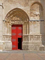 Cathédrale Saint-Etienne - Portail droit de la façade occidentale de la cathédrale de Sens, Yonne, France